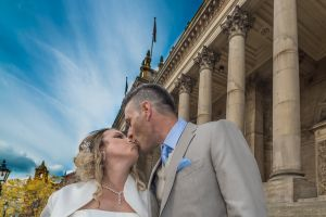 Wedding photograph Leeds Town Hall by Resh Rall